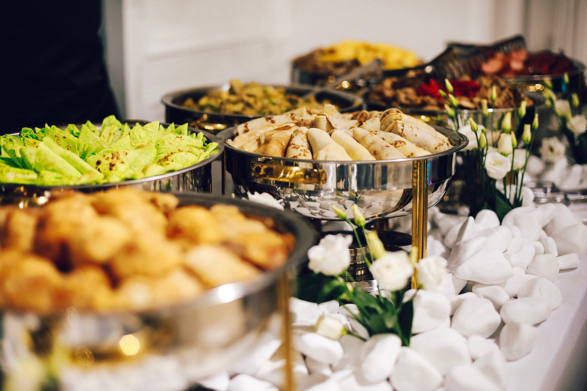 buffet-style-dinner-service